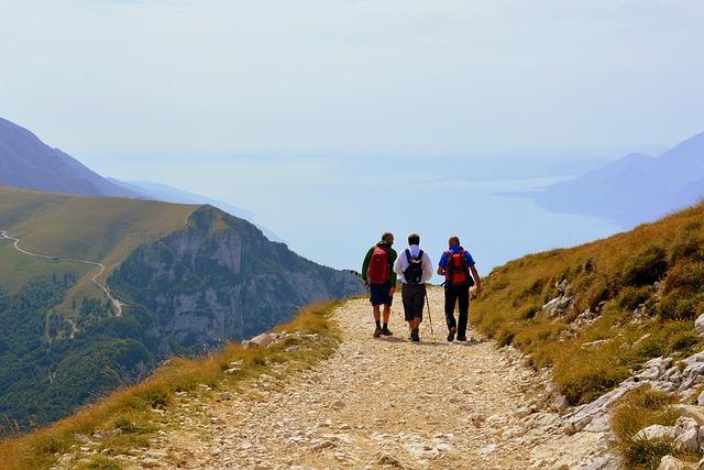 3-personnes-font-du-trail